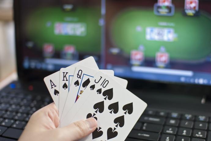 В какое время лучше всего играть в онлайн-покер?