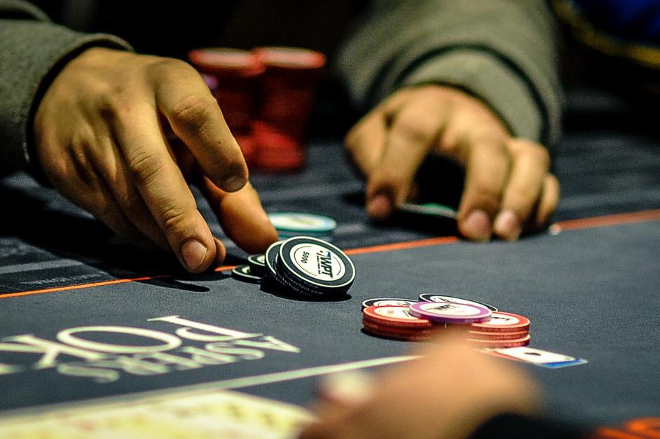 Блеф в покере, что такое