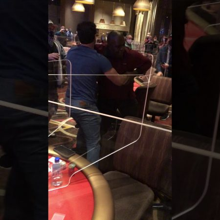 Драка между дилером и игроком в Aria. Видео