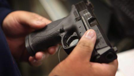 Охранник казино в Капшагае устроил стрельбу во время проверки